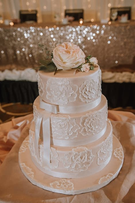 cambridge hotel wedding with ivory floral wedding cake and topper of white ohara garden rose and eucalyptus