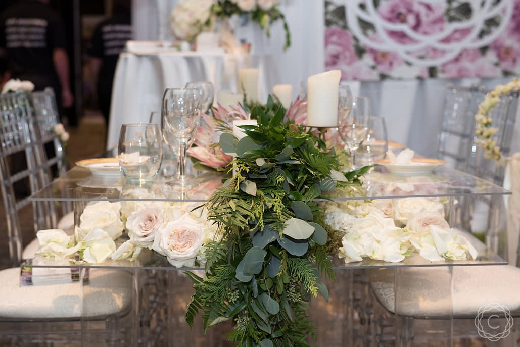 Fresh-Floral-Tablescape-with-Greenery-Garland