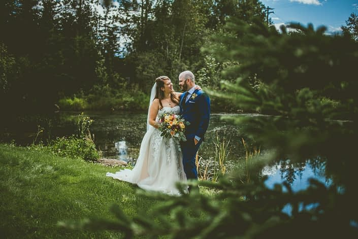 Bride and groom at Pine and Pond with mustard yellow bridal bouquet.