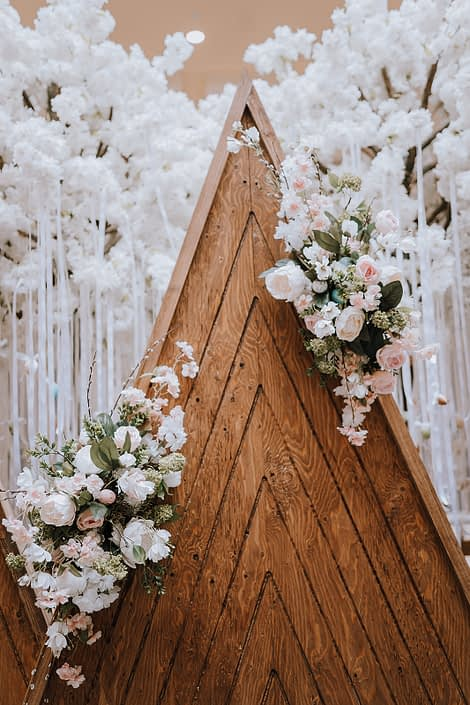 Mountain backdrop made of wood decorated with artificial flowers in pastel colors