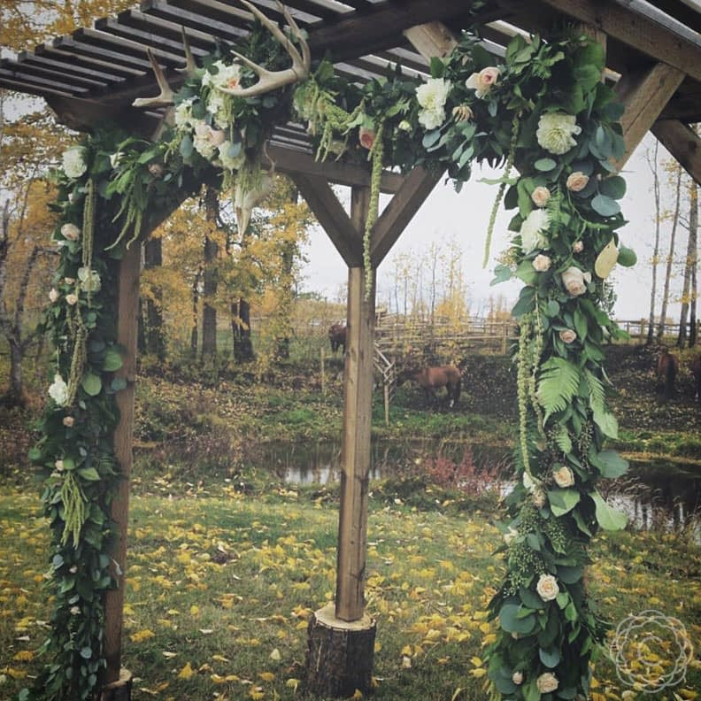Rustic-Archway-Floral-Garland-with-Antlers