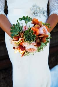 how-to-hold-a-bouquet