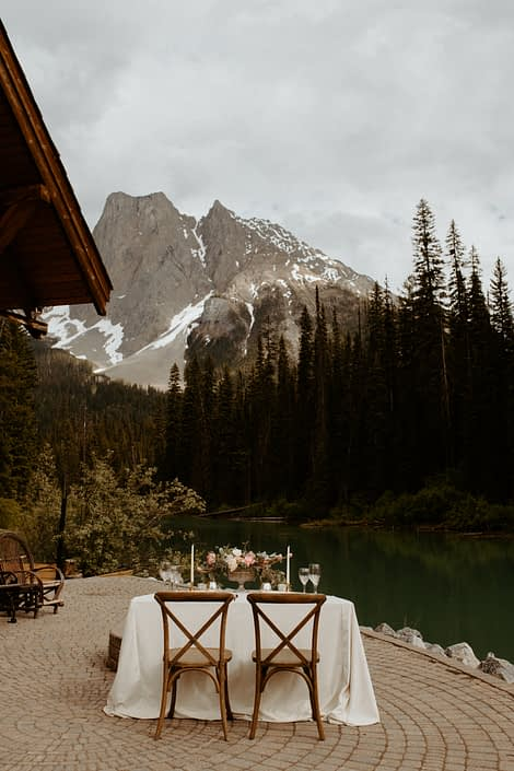 Emerald Lake sweetheart table with view of the Rocky mountains